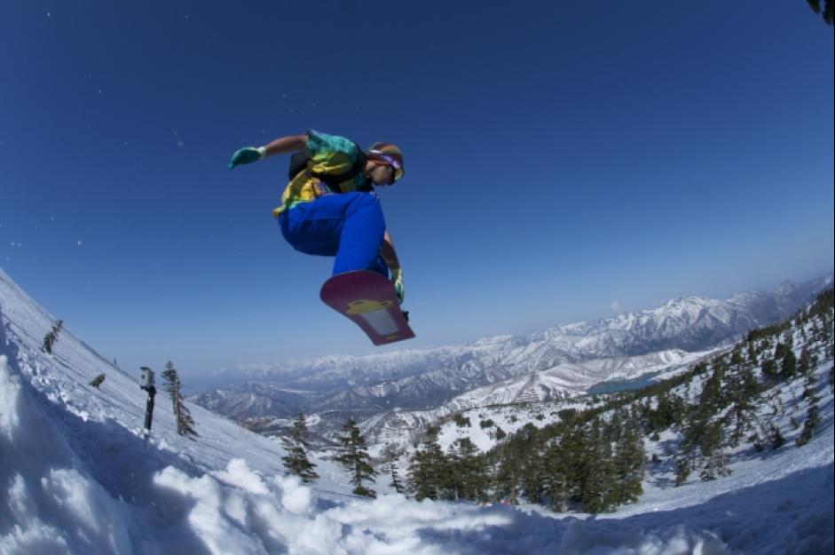 スキー場に行こう!スノボやスキーにおすすめの車はどれ?
