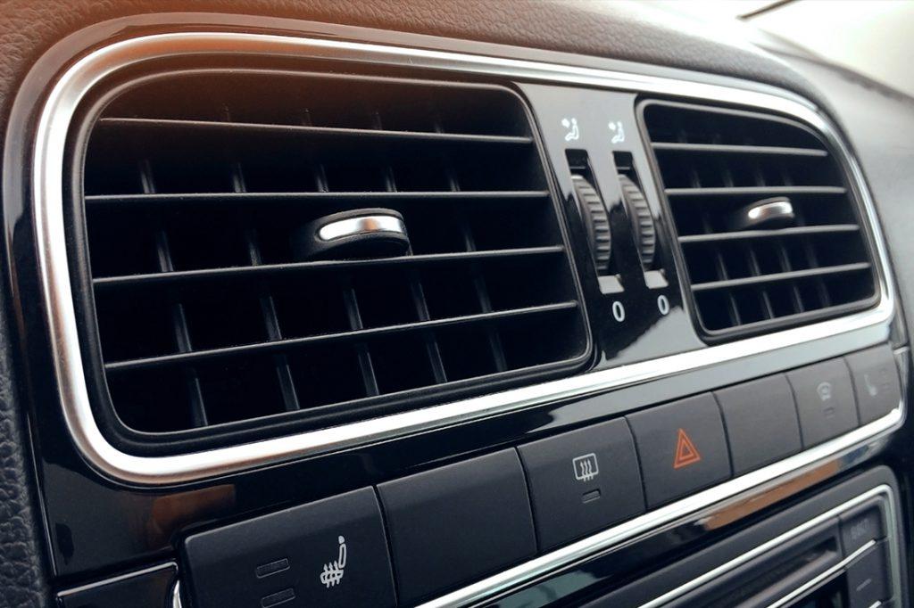 自動車のエアコンが効かない時、どうすればいい?